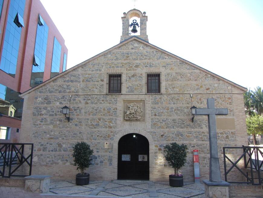Iglesia Santiago. Эта церковь постарше и датируется аж 16-м веком.