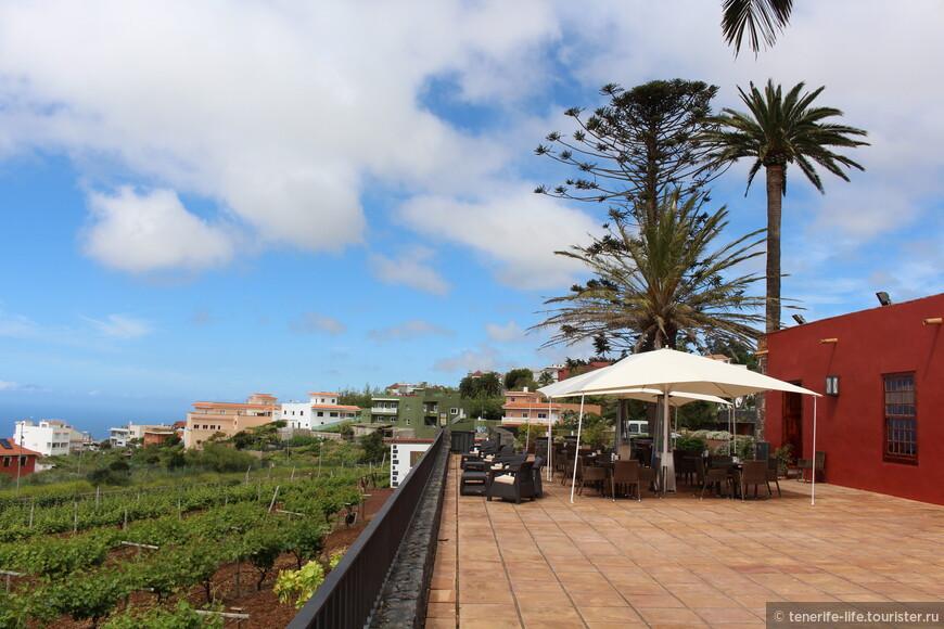 Среди виноградников и панорамным видом на океан ,в ожидании десертов и кофе!
