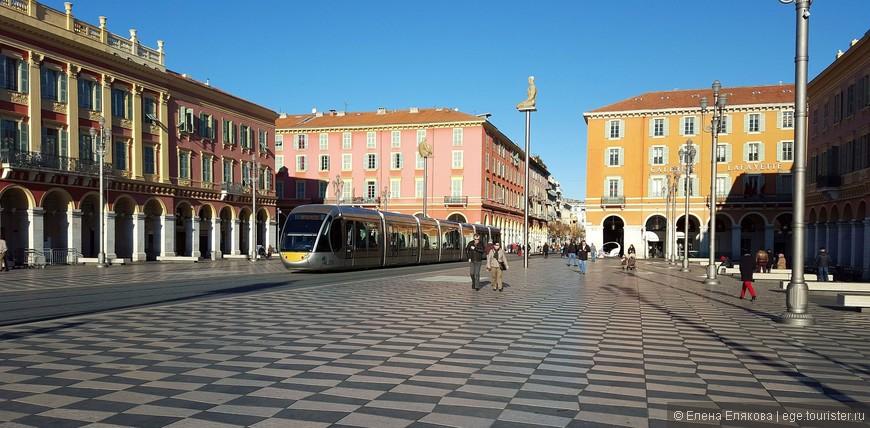 Площадь Массена - центральная площадь города.