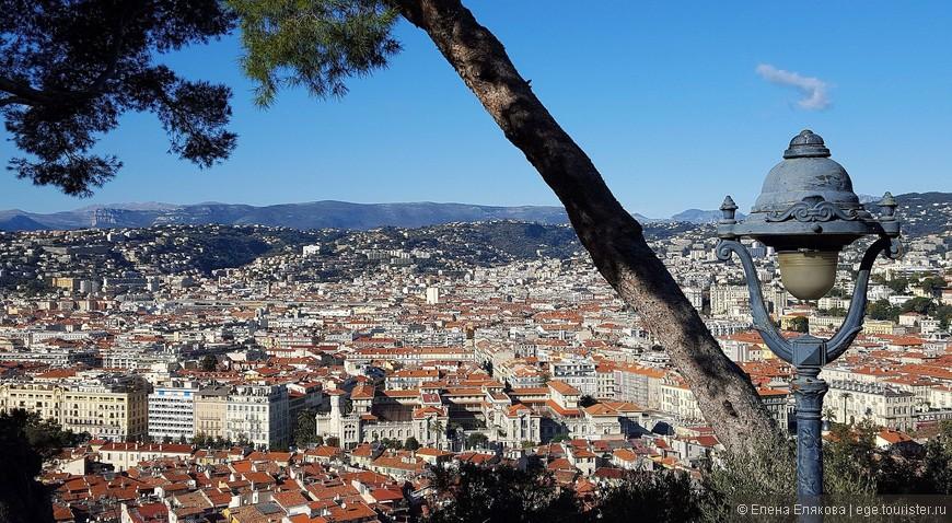 Вид на город с самого высокого места на Замковом холме