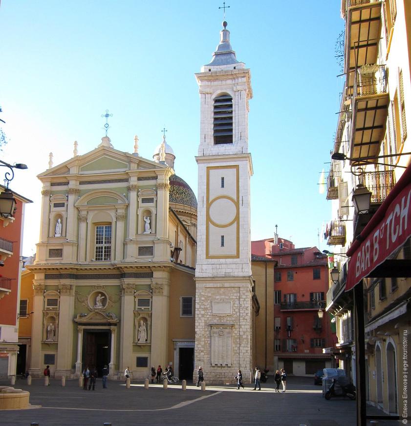 Кафедральный собор Святой Репараты — покровительницы Ниццы находится в Старом городе и своим роскошным барочным фасадом выходит на площадь Роccетти. Здание выполнено в форме латинского креста. Собор возводили в период с 1650 по 1699 годы на месте церкви XIII столетия.  Легенда гласит, что тело Репараты, юной палестинки, принявшая мученическую смерть  в 250 г.  за свою веру в Христа,было брошено в лодку, а ангелы переправили эту лодку  в Ниццу. Поэтому бухта на побережье в Ницце называется бухтой Ангелов.  Колокольня, пристроенная в XVIII столетии, закрывает от взгляда прохожих купол храма, крытый лаковой черепицей по генуэзской моде. Купол хорошо виден с Замкового холма.  В здании церкви есть десять часовен, отличающихся богатым убранством. Описание часовен приведено на нескольких языках, в том числе и на русском.