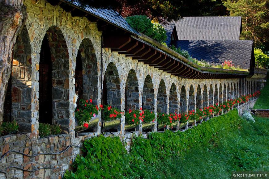 монастырь в Ла - Массана.jpg