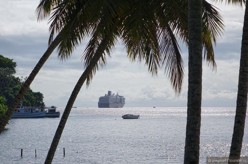 Гавань в Самане мелкая, круизные корабли не могут подойти к берегу, и нас перевозили на тендерных лодках.
