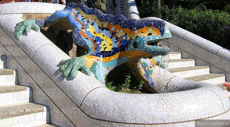 1- 800px-Parc_Güell_Dragon_Restored.jpg