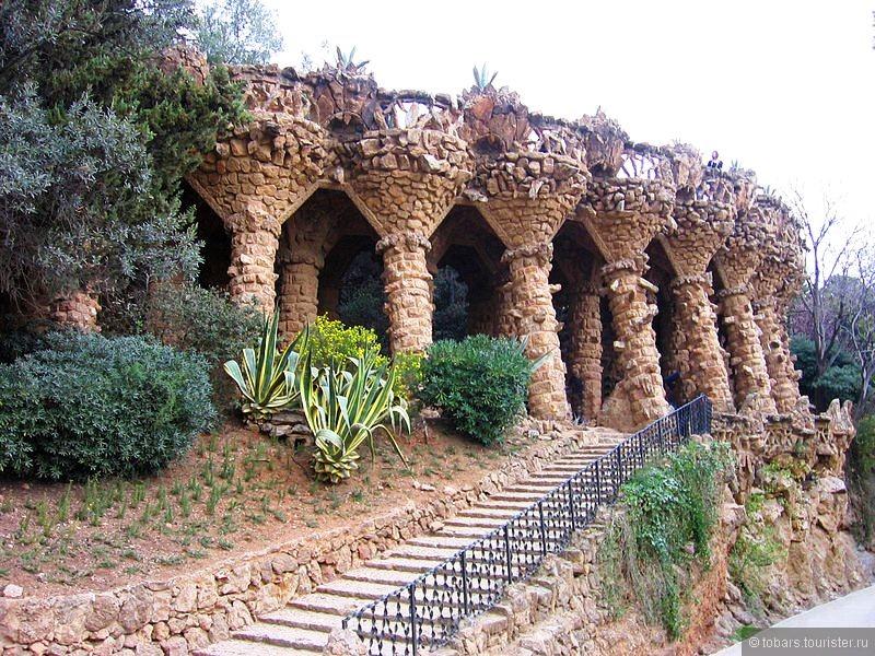 1 - 800px-Park_Güell_-_Viaducto.jpg