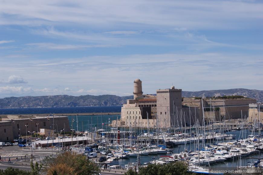 Форт святого Иоанна находится в северной части Старого порта, где с 13 века жили рыцари ордена святого Иоанна Иерусалимского (Госпитальеры).
