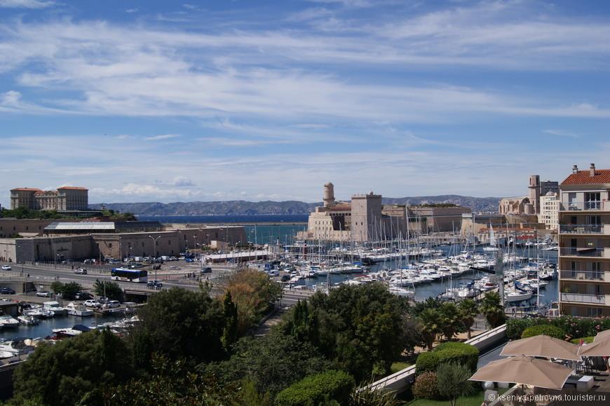 Старый порт, по-моему, самое живописное место города, в котором до сих пор живет дух истинного Марселя.