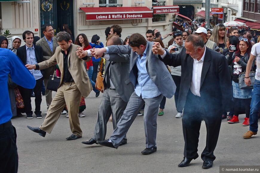 Удивительные люди - они танцуют трезвыми! )))