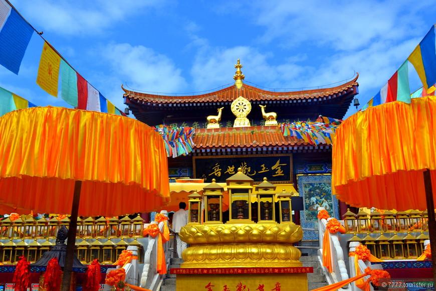 Один из храмов Богини Гуайнинь,любуемся,зайдем внутрь.
