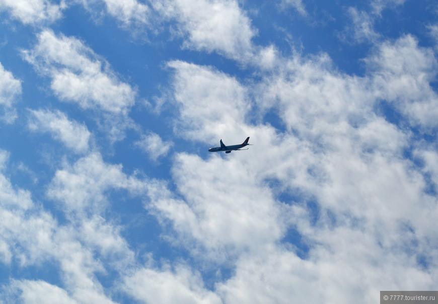 Ни один самолет не может приземлиться в аэропорту Саньи,пока не облетит статую Великой Милосердной Трехликой Богини Гуайнинь.