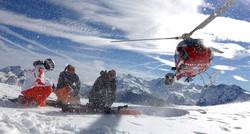 В Сочи установили мировой рекорд по массовому спуску с горы в купальниках