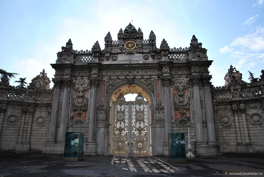 Имперские ворота во дворец Долмабахче
