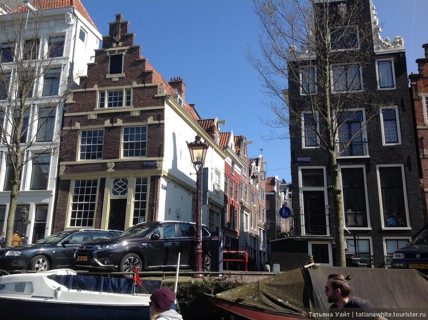 """Ступенчатый фасад - отличительная черта """"высоток"""" домов, расположенных по берегам каналов."""