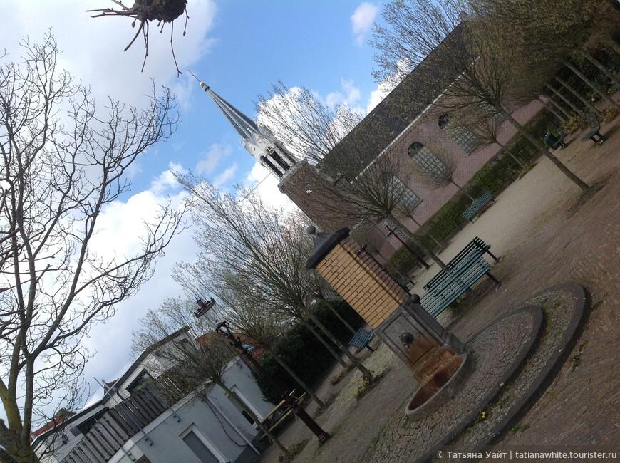 Скверик в деревеньке Sloten (на окраине Амстердама).
