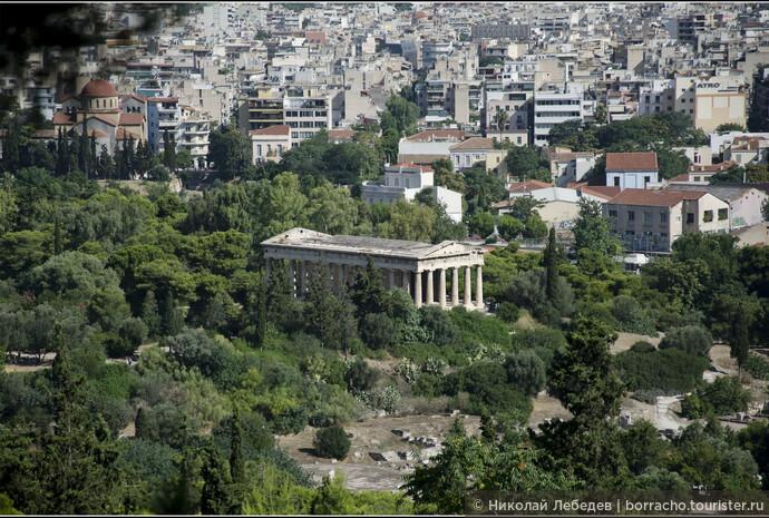 Виден храм Гефеста. С античности он сохранился лучше других.
