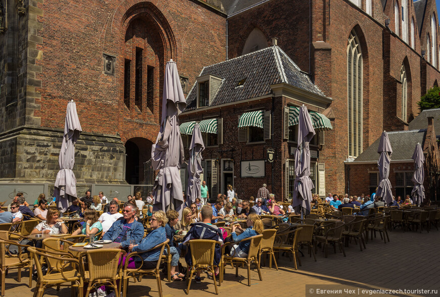 Это маленькое кафе разместилось прямо в бывшей сторожке церкви