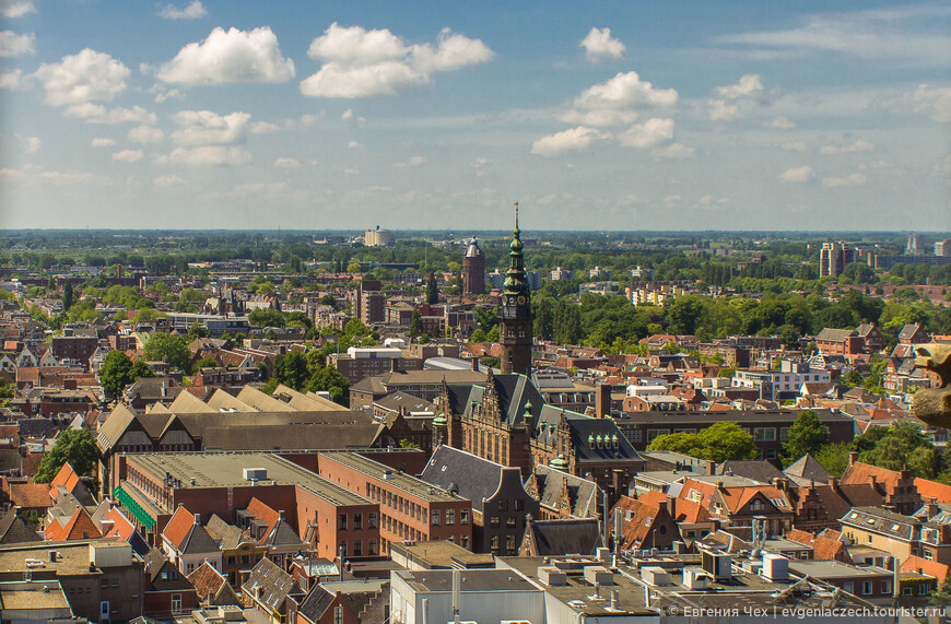 Гронинген — это также и университетский город, в котором около четверти жителей — студенты. Вот в центре - главный университетский корпус.