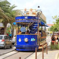 Развлекалово для туристов - экскурсия на двухэтажном трамвае. Самое интересное - трамваи работают на солнечной энергии.