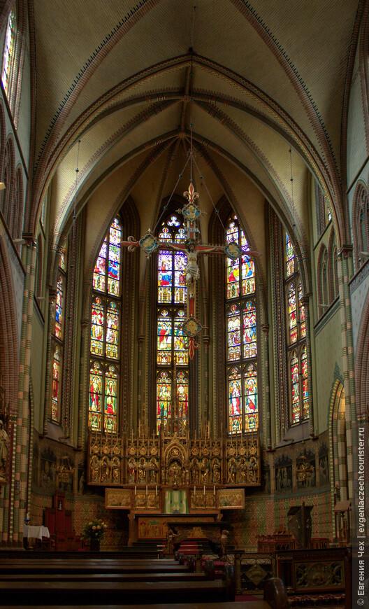 Церковь св. Мартина воздвигнута более пятисот лет назад. Здесь можно полюбоваться уникальными фресками, датируемыми XIII веком, и самым крупным органом в Северной Европе, в стиле барокко.