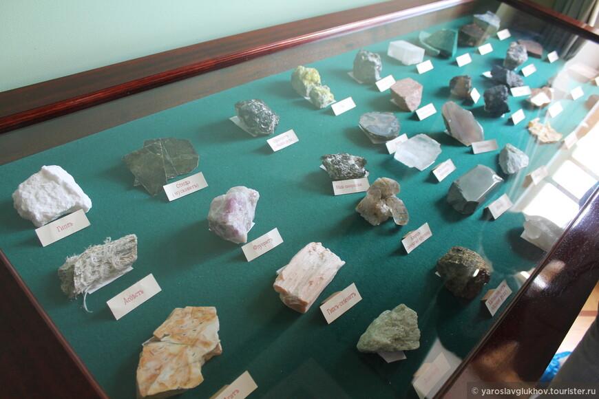 Коллекция камней и минералов.
