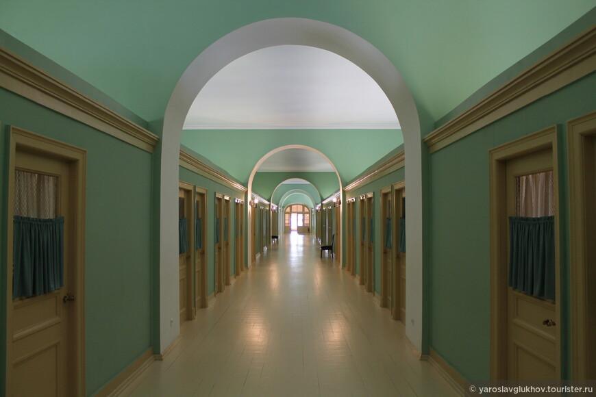На 4 этаже лицея располагаются жилые комнаты лицеистов и учителей.