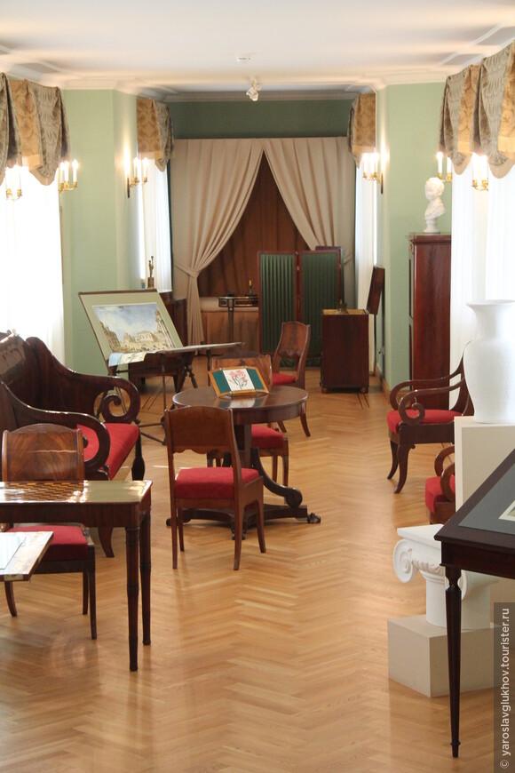 А это уже квартира гувернёра и учителя рисования С. Г. Чирикова.