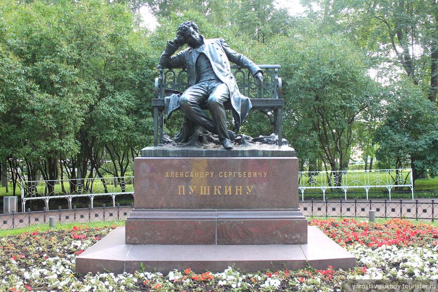 Памятник А. С. Пушкину в Лицейском садике возле Царскосельского лицея. Памятник установлен в 1900 году к 100-летию со дня рождения великого поэта.