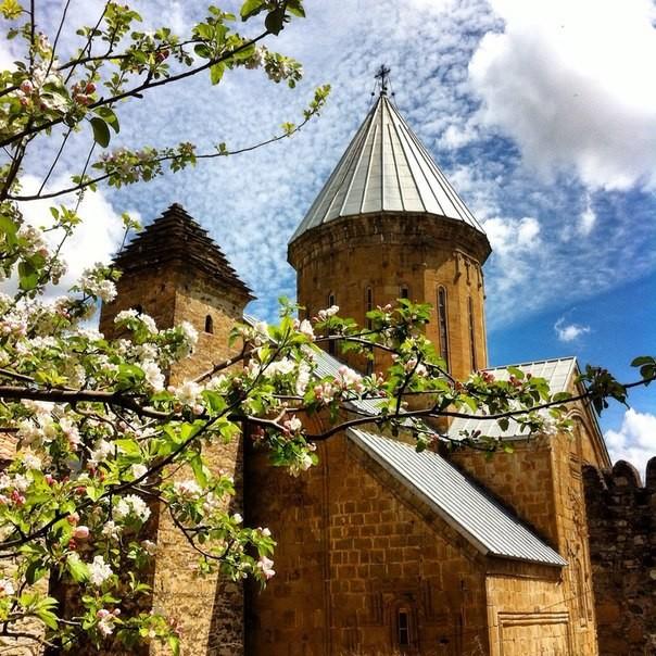 Крепость Ананури, весна.