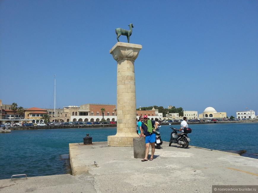 """Эти статуи стоят на месте """"Колосса Родосского"""""""