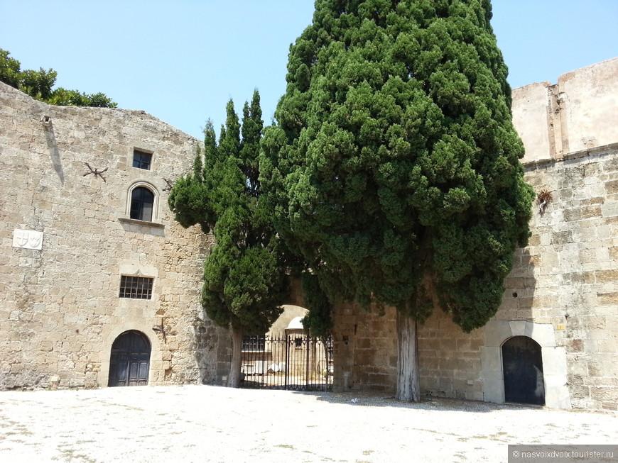 Старый Город (возле музея современных искусств)