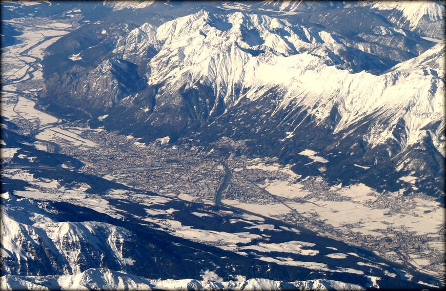 Инсбрук — город в Австрии, административный центр федеральной земли Тироль. Расположен на западе страны на берегу реки Инн.  Крупный промышленный, туристический, культурный и спортивный центр. Основан в 1234 году.