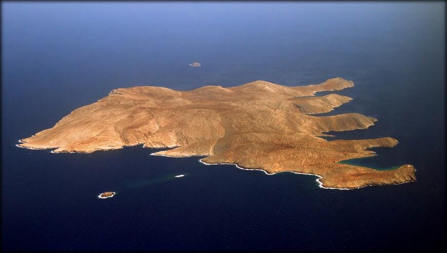 Дия — остров у северного побережья Крита, в 11 км севернее Ираклиона. Площадь — 11,9 км², постоянное население — 2 человека . Административно относится к Гувесу нома Ираклион. Остров является охраняемой территорией, на которой обитают некоторые редкие виды фауны. В 1976 году Жак-Ив Кусто во время исследования морских глубин к югу от Дии обнаружил остатки античного порта.