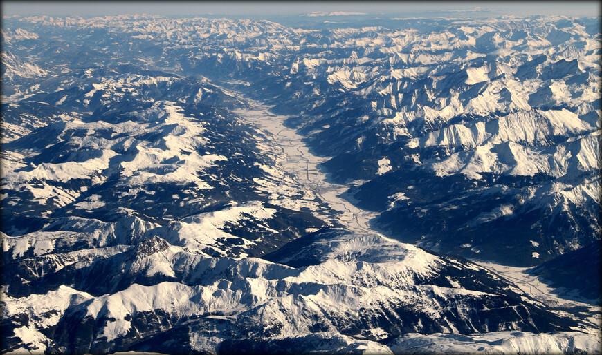 Штубайские Альпы — горный хребет в Центральных Восточных Альпах. Расположен к юго-западу от Инсбрука, Австрия, через несколько вершин хребта проходит граница с Италией. Высшая точка хребта — Цуккерхютль (Zuckerhütl), 3507 м.
