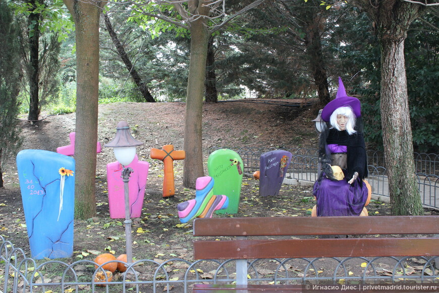 Кладбище в парке аттракционов Warner Brothers :)