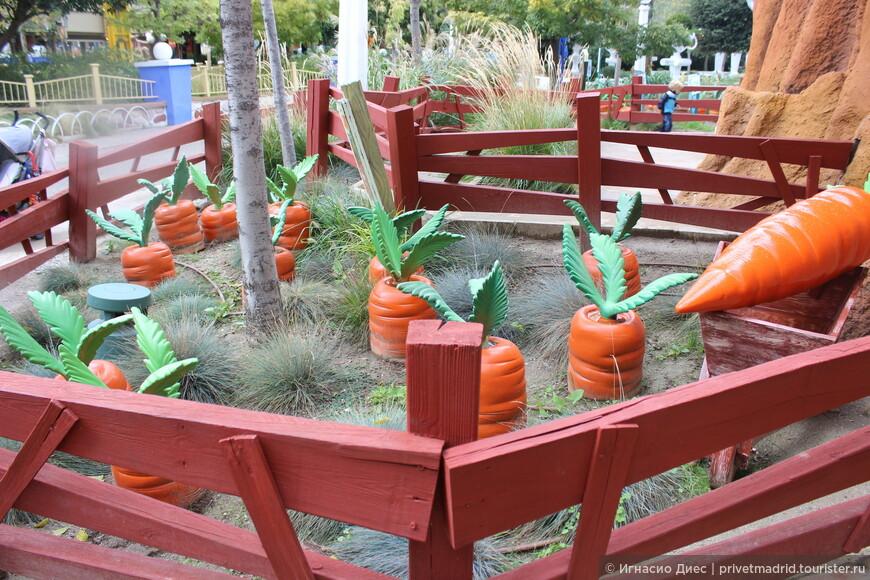 Вот так возле домика Бакс Банни выращивают морковку!