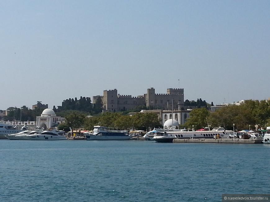 Вид на Старый Город из Порта Мандраки