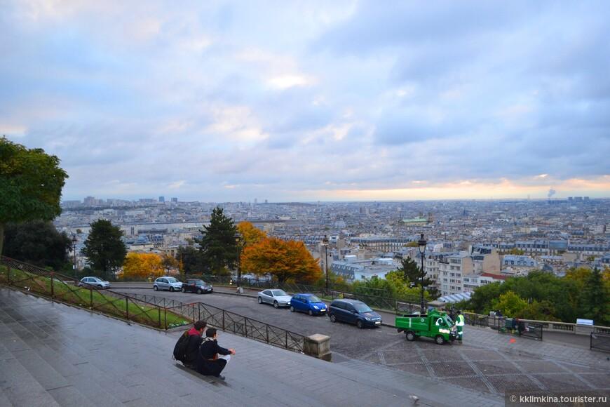 Но пока Париж только лениво потягиваясь, просыпается после ночных похождений.
