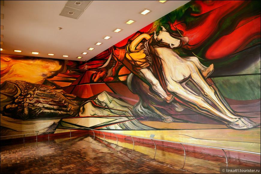 """Самая знаменитая фреска Дворца  работы Сикейроса называется """" От диктатуры  порфиризмо к мексиканской революции""""."""