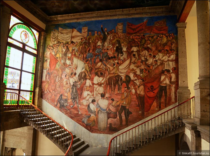 Фрески, фрески, очень много монументальных  фресок.