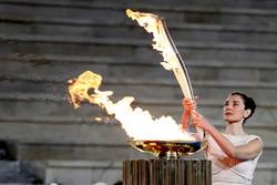 В Древней Олимпии зажгли олимпийский огонь
