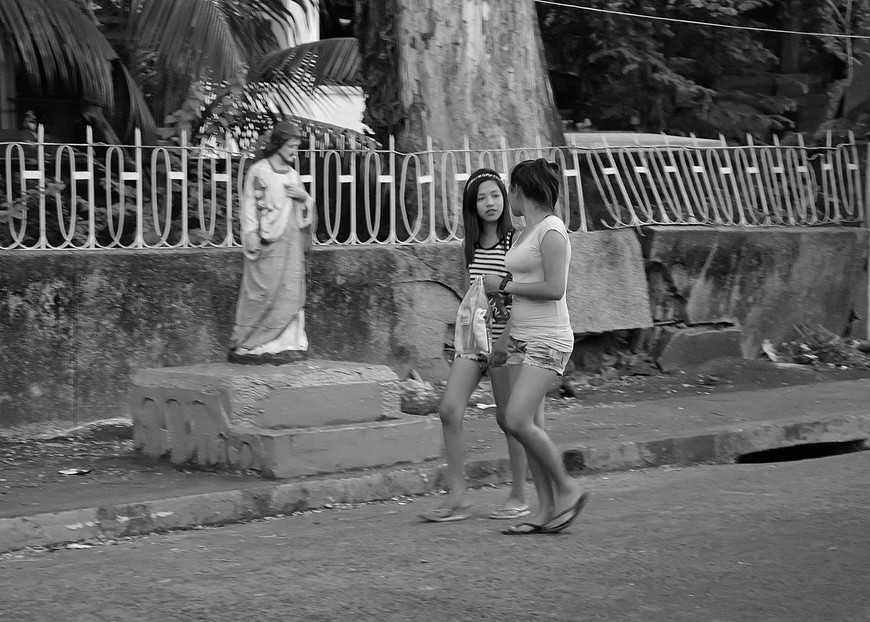 Manila_321_cemeteryBW.jpg