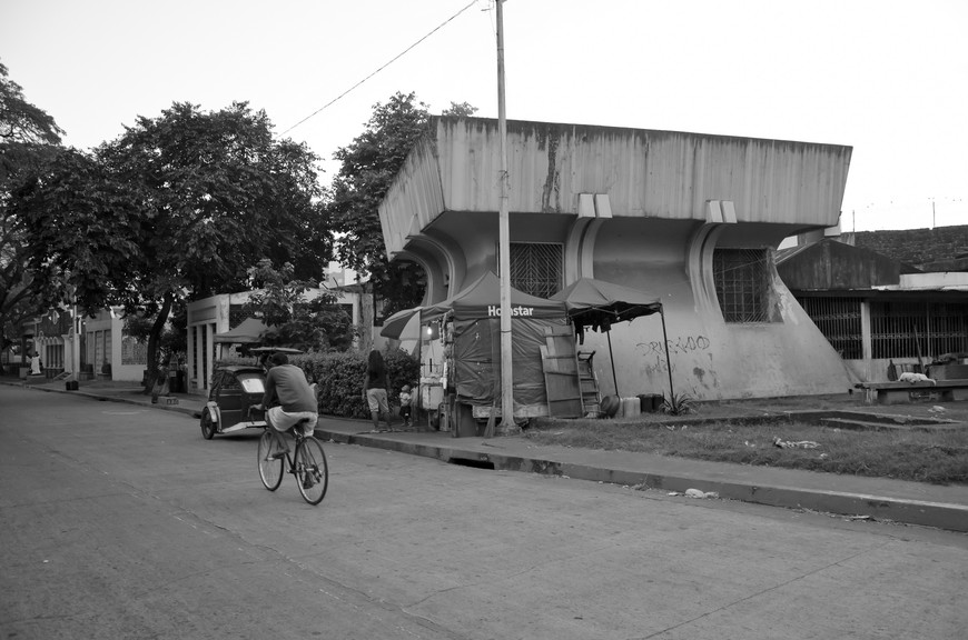 Manila_293_cemeteryBW.jpg