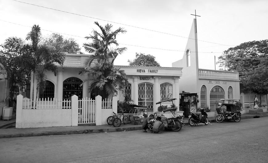 Manila_295_cemeteryBW.jpg