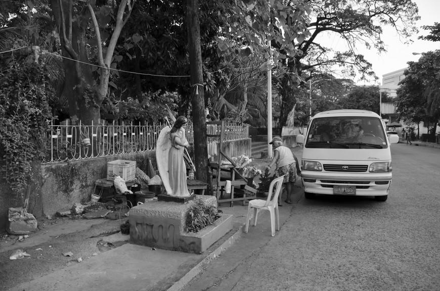 Manila_297_cemeteryBW.jpg