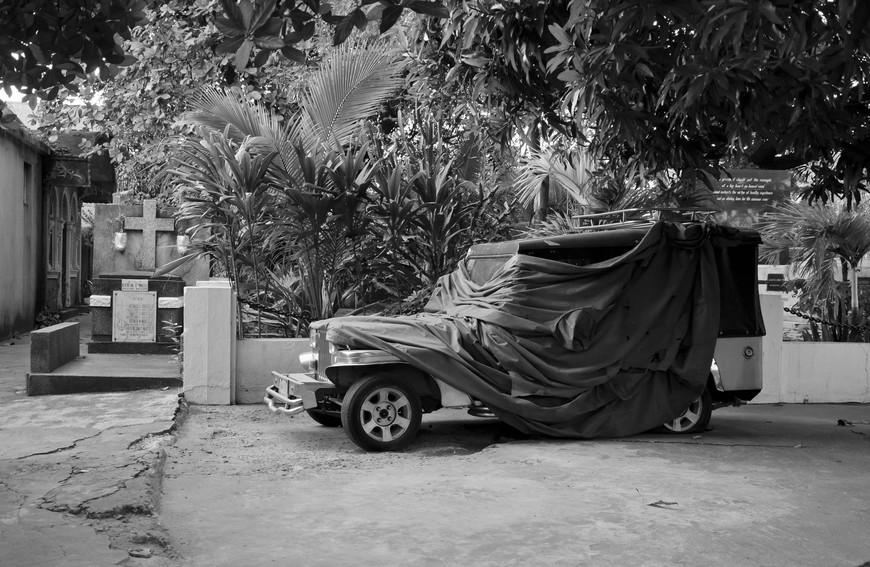 Manila_299_cemeteryBW.jpg