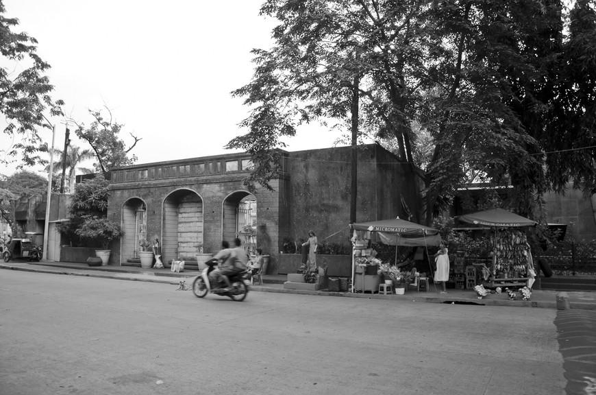 Manila_300_cemeteryBW.jpg