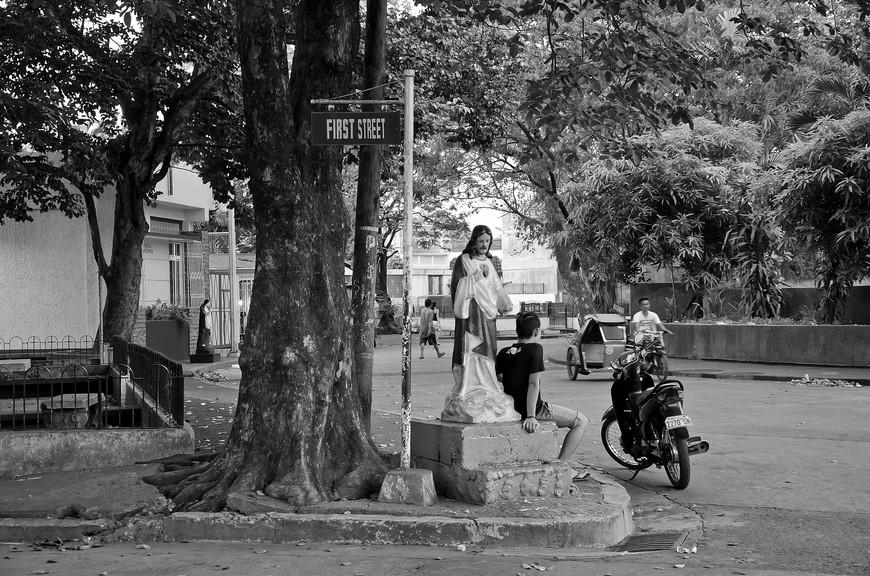 Manila_302_cemeteryBW.jpg