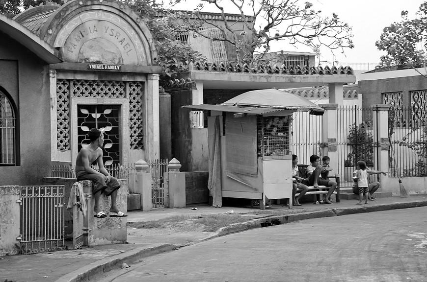 Manila_303_cemeteryBW.jpg