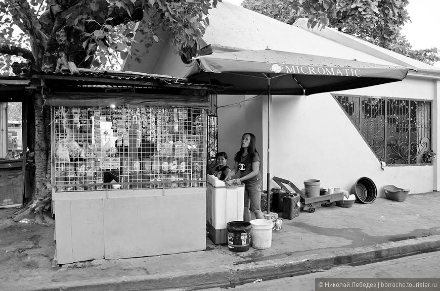 Manila_308_cemeteryBW.jpg