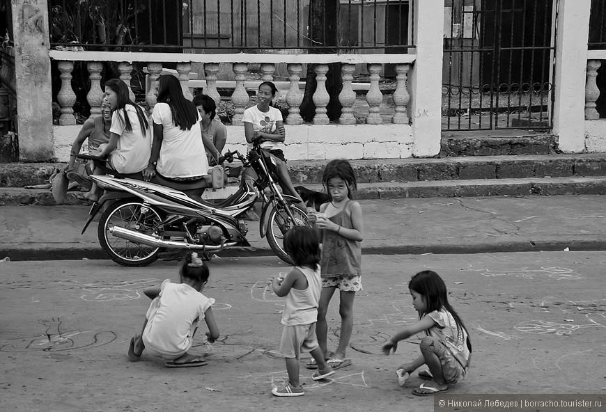 Manila_309_cemeteryBW.jpg